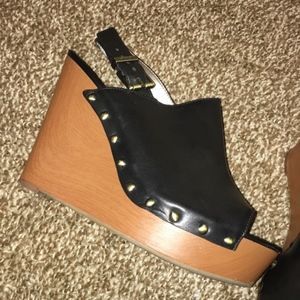 Circus by Sam Edelman wedges Back Buckle